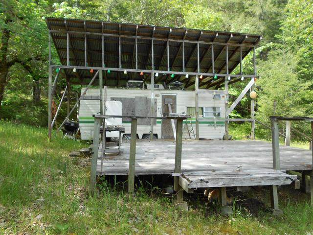 Travel trailer bunkhouse with deck